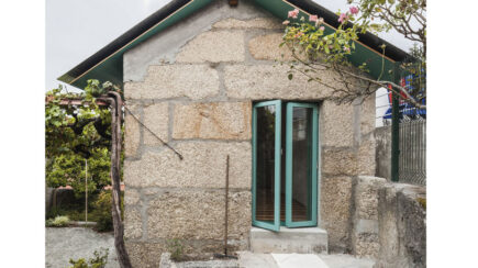 Small house with a monumental shower | fala