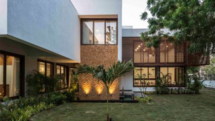 L House | tHE gRID Architects