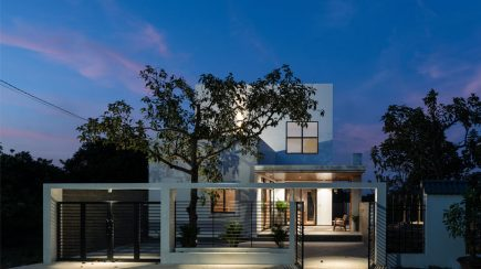 Mom Apron House | Story Architecture