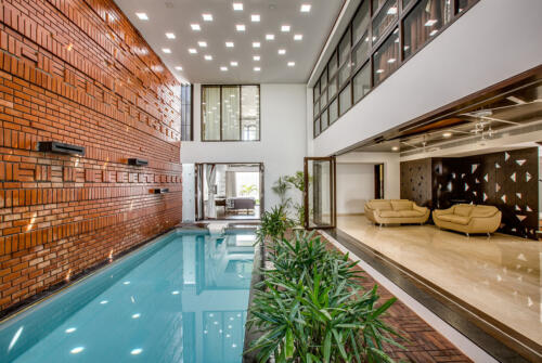 10.All the spaces overlook the swimming pool