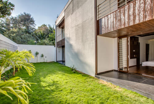 15.A private garden, the size of a badminton court on the rear side of the house