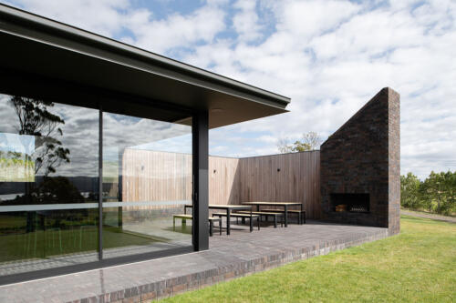 20 Stoney Rise Wine protected courtyard