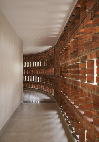 8. Passage to the sacristy
